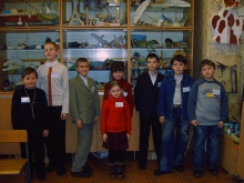 На секции, справа налево: Семен Владимирович,  Никита Михайлович и Илья Дмитриевич среди конкурентов