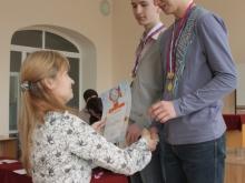 Награждение, справа налево, Медведев Илья Анатольевич, Лесной Валентин Вячеславович и Ирина Геннадьевна
